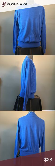"""Tulliano Mens Sweater Large Silk Cotton Blue Vneck This is a men's Vneck thin knit sweater by Tulliano. It is blue with gray trim around the neck. It is a size large.  Measurements:  Chest (pit to pit): 22""""  Length: 26""""  Sleeve Length: 27""""  55% Silk, 45% Cotton   This is a lightweight and super soft sweater that is perfect for fall! Tulliano Sweaters V-Neck"""