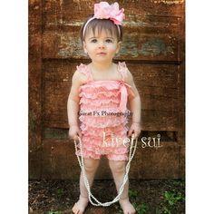 roze kanten rompertje met schouderbandjes | petti rompers in kant | Valentina & Milan Kidsshop