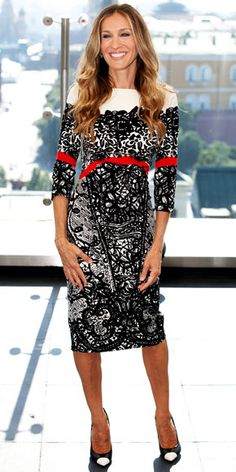 "Sarah Jessica Parker in Prabal Gurung Fall 2011 dress and Ferragamo heels at the Moscow photocall of ""I Don't Know How She Does It"", August 2011"