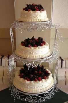 Wedding Cake Recipes Cheesecakes - use a cream cheese frosting to decorate, then use chocolate shavings or drizzle, and have strawberries or raspberries. Wedding Desserts, Wedding Cakes, Brunch Wedding, Vineyard Wedding, Beautiful Cakes, Amazing Cakes, Chocolate Cafe, Raspberry Wedding, Cheesecake Wedding Cake
