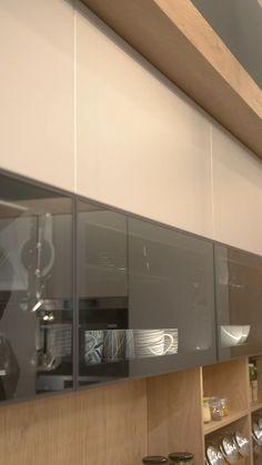 Modern Kitchen Interiors, Luxury Kitchen Design, Kitchen Room Design, Home Room Design, Kitchen Layout, Home Decor Kitchen, Interior Design Kitchen, Modern Kitchen Cabinets, L Shaped Kitchen Interior