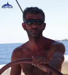 I'm ready for a long summer of sailing charters in Sicily. Sun for everyone. Sono pronto per una lunga estate in barca in Sicilia. Tanto sole per tutti!