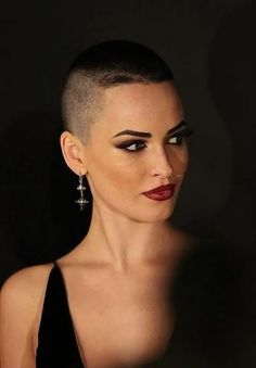 they made great use of her natural growth pattern in this short, edgy women's haircut