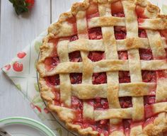 Top 10 Old - Fashioned Pie Recipes You Are Going to Love - Top Inspired Strawberry Rhubarb Pie, Strawberry Recipes, Just Desserts, Delicious Desserts, Dessert Recipes, Rhubarb Recipes, Eat Dessert First, Baking Recipes, Pie Recipes