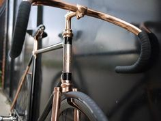 This beautiful fixed gear single speed bike by the Detroit Bicycle Company is called 'Madison Street'. Velo Design, Bicycle Design, Cycle Chic, Velo Vintage, Vintage Bicycles, Street Bikes, Road Bikes, Estilo Dandy, Bici Fixed