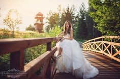 outdoor portaits, polish wedding, romantic portrait, wedding day, wedding photography, bride, summer wedding, posing ideas, bride portait, wedding photo ideas, portraiture