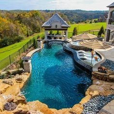 Pool with tanning ledge - Piscina Swimming Pools Backyard, Swimming Pool Designs, Kids Swimming, Luxury Pools, Luxury Spa, Dream Pools, Beautiful Pools, Cool Pools, Pool Houses