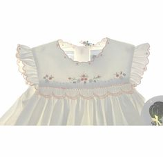 NEW Sarah Louise Ivory Smocked Pinafore Style Dress with Peach Flowers Tutus For Girls, Dresses Kids Girl, Smocked Baby Clothes, Smocked Dresses, Frocks And Gowns, Heirloom Sewing, Smock Dress, Baby Girl Fashion, Baby Sewing