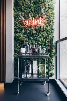 "Acquire fantastic suggestions on ""bar cart decor inspiration"". They are readily available for you on our internet site. Bar Interior, Salon Interior Design, Bar Cart Styling, Bar Cart Decor, Bar Design, House Design, Design Ideas, Design Color, Canto Bar"
