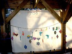 WEEK 4 Hand-made Sukkot decorations made by tiny hands can be passed down for generations. High Holidays, Winter Holidays, Favorite Holiday, Holiday Fun, Jewish Beliefs, Simchat Torah, Feast Of Tabernacles, Jewish Festivals, Jewish Crafts