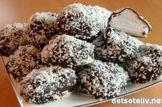 """mmmmmm, å ha hjemmelagde """"Kokosboller"""" i kjøleskapet:-) Cakes To Make, How To Make Cake, Christmas Sweets, Christmas Baking, Christmas Recipes, Cake Recipes, Dessert Recipes, Desserts, Norwegian Food"""