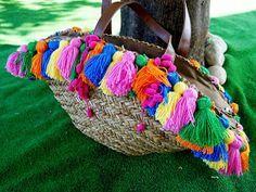 Front Low: DIY: Capazo con pompones de colores