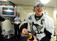 Sidney Crosby has champagne run off his face