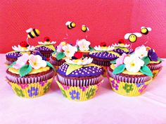 Flowers and Bees Birthday Cupcakes Bee Cupcakes, Birthday Cupcakes, Cupcake Cookies, Cake Decorating Designs, Decorating Ideas, Cake Pop, Dessert Recipes, Desserts, Ladybugs