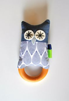 Wooden baby teething ring rattle - owl