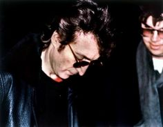 John Lennon giving the autograph, with his future killer Mark Chapman, a few hours before death.