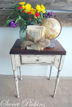Ideas Sewing Table Refinish Dining Rooms For 2019 Refurbished Furniture, Paint Furniture, Repurposed Furniture, Furniture Projects, Furniture Makeover, Furniture Refinishing, Country Furniture, House Furniture, Sewing Machine Tables
