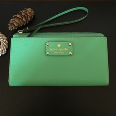 BNWT green Kate Spade Wallet/Wristlet A perfect wallet has many compartment like 6 card slots, zipper inside for coins. Has a different zipper compartment on outside and also another pocket on back. Can also be used as a wristlet  kate spade Bags Wallets