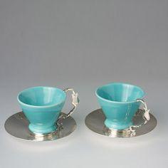Ozlem Tuna  Kahve fincanı  Turkuaz renk seramik fincan, gümüş kaplama bakır el dövüsü tabak altı, gümüş kaplama kulp.