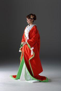 キョウカネ ウエディング ギンザ(KYOKANE WEDDING Ginza)  【十二単は重すぎるけど・・という人に】八重重ね打掛 Wedding Kimono, Layers, Sari, Fashion, Kimonos, Layering, Saree, Moda, Fashion Styles