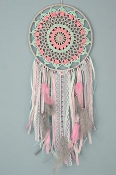 Trendy Crochet Decoracion Colgantes Knitting TechniquesKnitting For KidsCrochet BlanketCrochet Scarf Dreamcatchers, Crochet Doilies, Crochet Flowers, Crochet Christmas Garland, Crochet Dreamcatcher, Diy And Crafts, Arts And Crafts, Dream Catcher Boho, Lace Dream Catchers