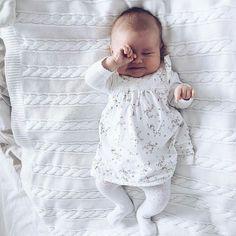 Lucas y Nacho-nos gustaría presentarles a nuestra hija, Maria Alejandra Fernández Vázquez Cute Kids, Cute Babies, Silikon Baby, Foto Baby, Cute Baby Pictures, Everything Baby, Baby Kids Clothes, Baby Fever, Future Baby