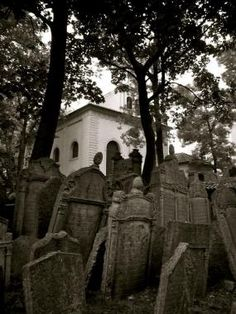 Prague, old Jewish cementary - passed by this place, want to go back to haunt ....