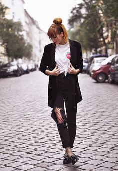 Grunge meets preppy street style with velvet blazer and vintage coca cola t-shirt, Berlin grunge street style fashion outfit