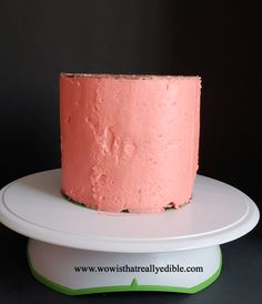 How long does it usually take you to frost a cake? It used to take me hours for one cake. Learn how to frost a cake with sharp edges using buttercream. Cake Decorating For Beginners, Creative Cake Decorating, Cake Decorating Techniques, Cake Decorating Tutorials, Creative Cakes, Decorating Cakes, Cake Piping Techniques, Angle Parfait, Buttercream Cake Decorating
