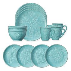 Bring classic coastal charm to your kitchen setting with the Pfaltzgraff Malibu Dinnerware Set. Each piece features detailed shell designs and antique accents, making the set perfect for any occasion in need of tropical style. Beach Kitchen Decor, Beach Kitchens, Teal Kitchen, Shabby Chic Kitchen, Beach House Decor, Turquoise Kitchen Decor, Teal Bedding, Primitive Kitchen, Mint