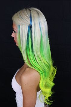 Dye your hair simple & easy to ombre green hair color - temporarily use ombre green hair dye to achieve brilliant results! DIY your hair ombre with hair chalk Dark Green Hair Dye, Yellow Hair, Neon Yellow, Bright Hair, Hair Colorful, Funky Hairstyles, Pretty Hairstyles, Trendy Haircuts, Love Hair