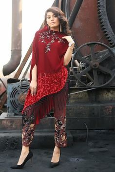 New Year calls for new styles. Shop gorgeous Pant Palzo now on incredible discounts! Fancy Dress Design, Stylish Dress Designs, Simple Pakistani Dresses, Pakistani Dress Design, Frock Fashion, Fashion Outfits, Women's Fashion, Indian Designer Outfits, Designer Dresses