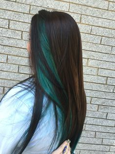 Trendy Hair Color Blue Highlights brunette hairstyles color You are in the right place abo Blue Hair Streaks, Blue Hair Highlights, White Blonde Hair, Ombre Hair Color, Cool Hair Color, Peekaboo Highlights, Ombre Pastel Hair, Bob Pastel, Peekaboo Hair Colors