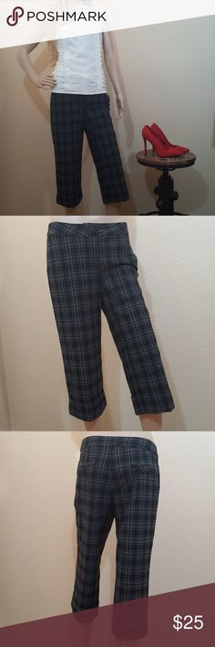 """🌱Plaid Cropped Pant In excellent condition.. 32"""" waist..inseem 21"""".. 19"""" wide leg.. No rips, holes, stains, or loose stitching.. All item's are clean.. Shipping next business day..  I have sold over 100 listings and counting.. Click on the """"About"""" tab to read my perfect five star Posh reviews ... I list with the greatest of integrity, allowing you to shop my closet with confidence.. Pants Ankle & Cropped"""