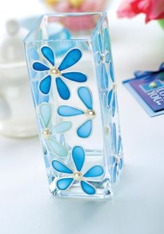 DIY glass painting patterns of flowers, peacock , fishes, butterflies and animals. Easy glass painting ideas for beginners to do at home Glass Painting Patterns, Glass Painting Designs, Stained Glass Patterns, Paint Designs, Bottle Painting, Bottle Art, Painting Glass Jars, Stained Glass Paint, How To Paint Glass