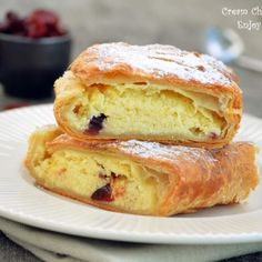 Strudel with cheese and raisins Romanian Desserts, Romanian Food, Breakfast Snacks, Breakfast Recipes, Cheesecake Recipes, Cookie Recipes, Pastry And Bakery, Strudel, Food Cakes