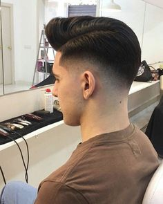 Mens Modern Hairstyles, Cool Hairstyles For Men, Hairstyles Haircuts, Haircuts For Men, Hair And Beard Styles, Curly Hair Styles, Pompadour Fade Haircut, Low Skin Fade, Haircut Style