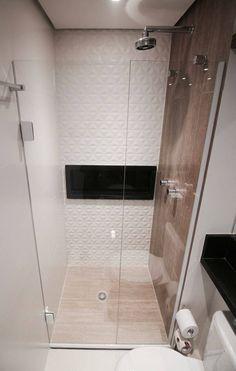 Decoração de banheiro com nicho embutido preto no box Projeto de Glaucio Gonçalves