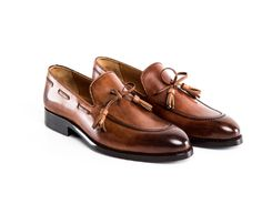Calfskin leather tassel loafer with apron toe.
