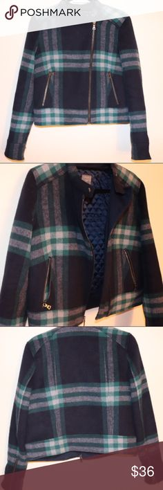 Gap navy and green plaid coat ❄️❗️GAP plaid coat. Perfect condition. Perfect for fall or winter! ❄️❗️ GAP Jackets & Coats