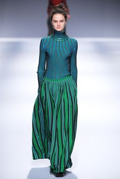 Issey Miyake Fall 2013 Ready-to-Wear Collection Photos - Vogue