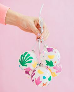 Looking for a fun way to add color to your Christmas tree? Make these DIY Matisse-inspired ornaments using colorful craft vinyl on solid color ornaments! Homemade Christmas Decorations, Decoration Christmas, Diy Christmas Ornaments, Holiday Crafts, Holiday Decor, Party Crafts, Christmas Cookies, Fabric Ornaments, House Ornaments