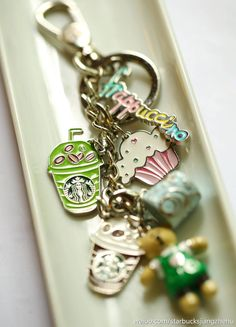Starbucks key chain… would be a great last minute birthday present… (hint, hint). Starbucks Drinks, Starbucks Coffee, Frappuccino, I Love Coffee, My Coffee, Filofax, Girly Things, Random Things, Nespresso