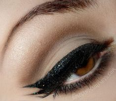 Neutral eye make up with glitter winged eyeliner #makeup #eyeshadow by Ronnie @bowsandcurtseys.com