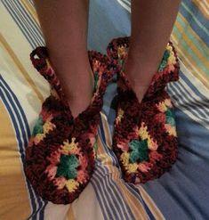 """Teia de Carinhos: Pantufa de lã """"Squares"""" de crochê"""