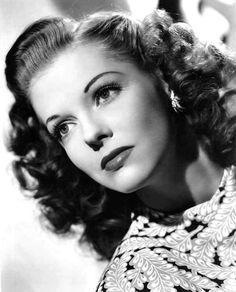 1940 Vivian Blaine makeup