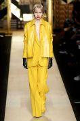 NOTICIAS - STIRI - NEWS - Empresa de confección de prendas de vestir. Max Mara, Red Leather, Leather Jacket, Milano Fashion Week, Street Style, Jackets, Street Fashion, Ale, Trends