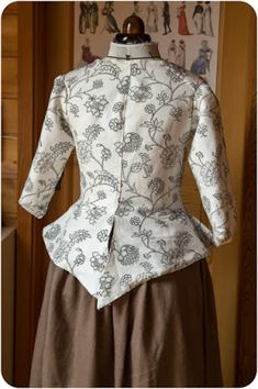 Caraco 18th century 18th Century Clothing, 18th Century Fashion, Vintage Outfits, Vintage Dresses, Colonial Dresses, 1700s Dresses, 18th Century Costume, Mixing Prints, Marie Antoinette