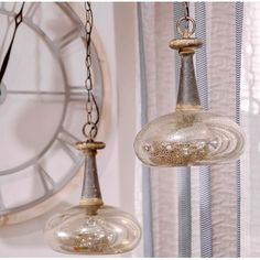 Szklana lampa o nietypowym kształcie, która niesamowicie urozmaici Twój kąt. Posiada piękne połączenia kolorów.!