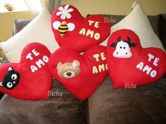 COJINES ROMANTICOS Más Valentine Day Love, Valentines Diy, Bear Felt, Felt Coasters, Felt Pillow, Felt Cover, Light Pink Shorts, Stationery Store, Handmade Felt